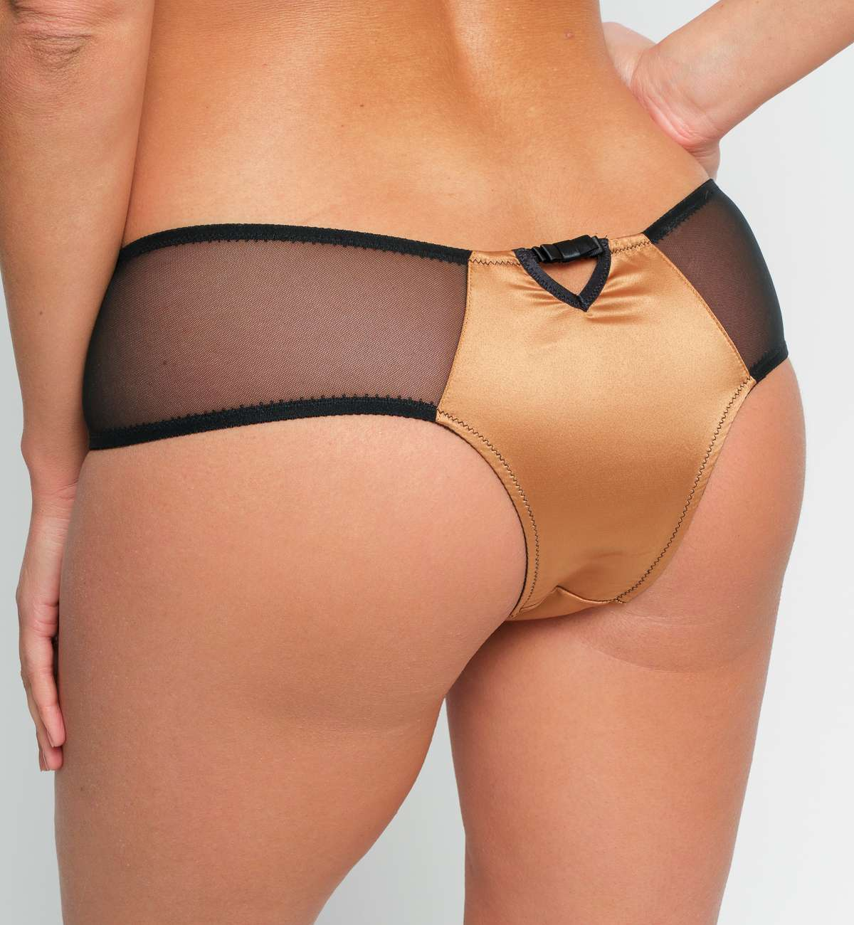 Shorty satin et résille